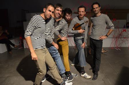 080 Barcelona Fashion_Desfile de Condor_Los chicos de la banda_Blogmodabebe4