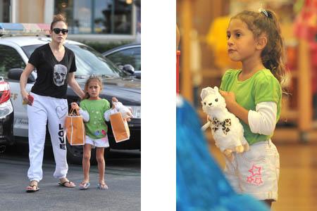 Jennifer Lopez y Emme de compras