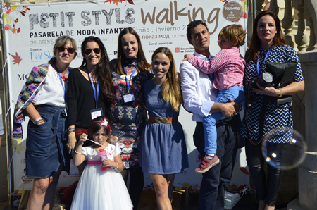 Petit Style Walking con blogueras organizadores y Beth Rodergas