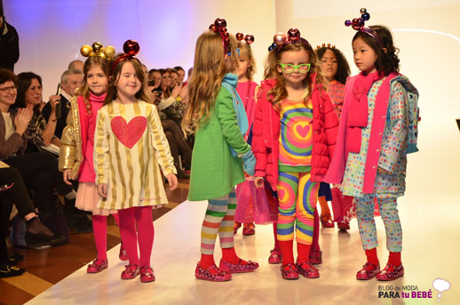 Agatha Ruiz de la Prada desfile en FIMI pasarela moda infantil 1