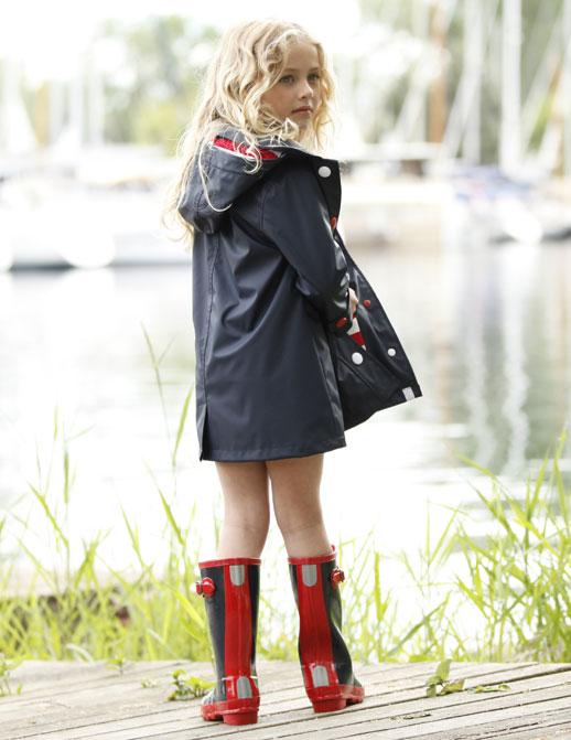 Moda infantil Hatley ropa de lluvia, botas de agua, chubasqueros y paraguas