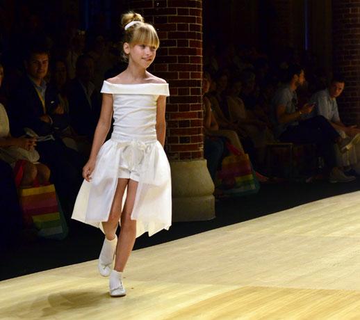 Desfile de Cóndor moda infantil en la 080 Barcelona Fashion pasarela de moda verano 2015-10
