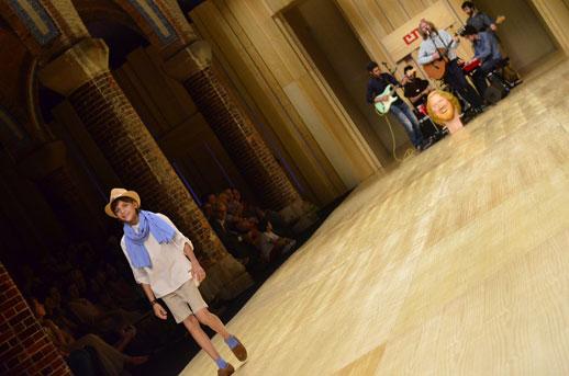 Desfile de Cóndor moda infantil en la 080 Barcelona Fashion pasarela de moda verano 2015-12