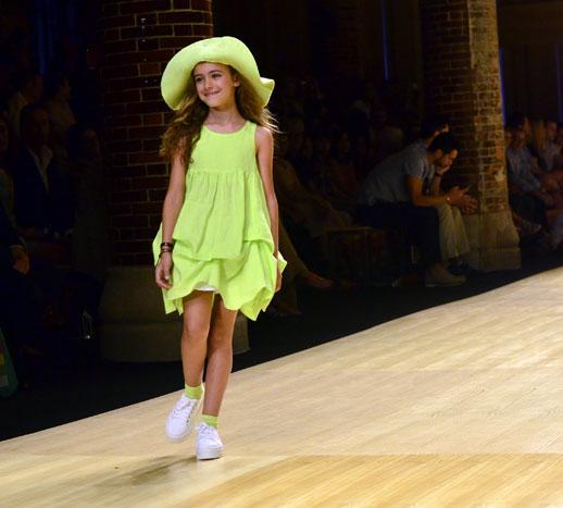 Desfile de Cóndor moda infantil en la 080 Barcelona Fashion pasarela de moda verano 2015-3