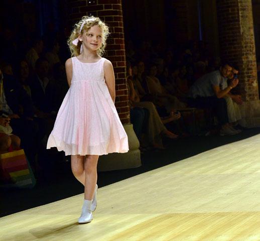 Desfile de Cóndor moda infantil en la 080 Barcelona Fashion pasarela de moda verano 2015-8