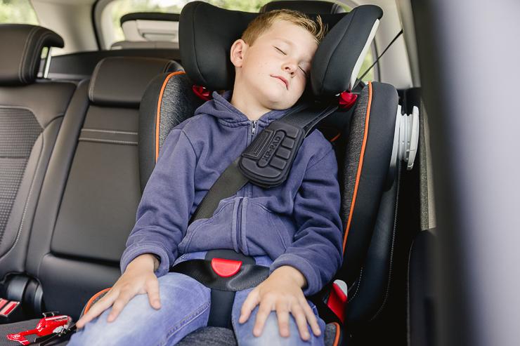 sillas-de-coche-seguras-el-cuarto-punto-de-anclaje-secureguard-britax-romer-blogmodabebe-3