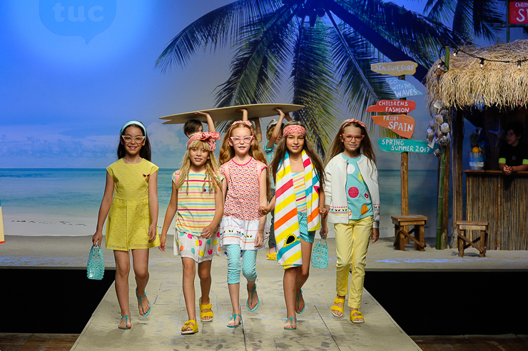 Tuctuc-en-el-desfile-de-children-fashion-from-spain-en-pitti-bimbo-florencia-9