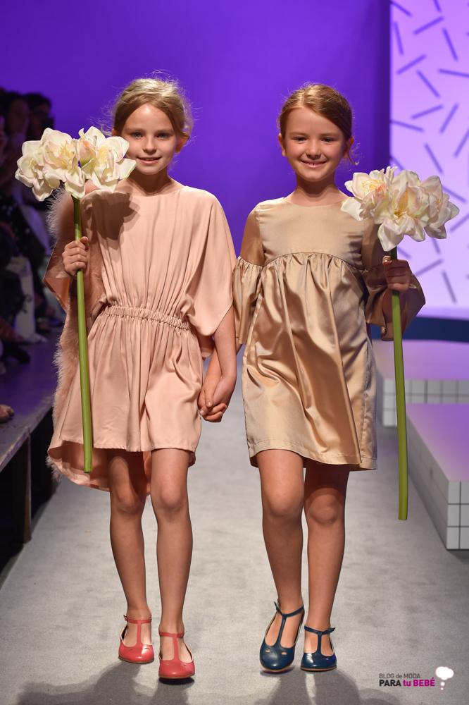 Amelie et Sophie-desfile-de-marcas-en-apartment-de-pitti-bimbo-blogmodabebe-3