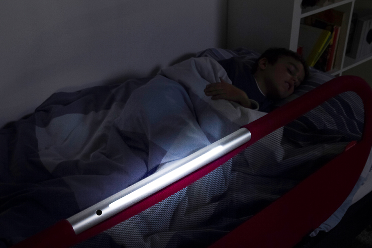 barrera-de-cama-con-luz-side-light-de-babyhome-Blogmodabebe-9